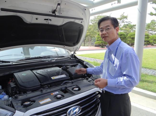 투싼ix 수소연료전지 자동차의 절개 모형. - 이충환 제공